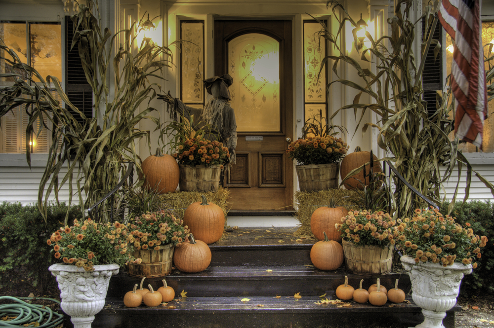 Porch-decorated-for-fall-and-Halloween-theplayfulmoments